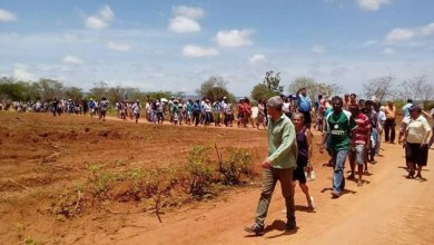 Photo of Chapada: Famílias que ocuparam área da EBDA em Iraquara cobram regularização do governador