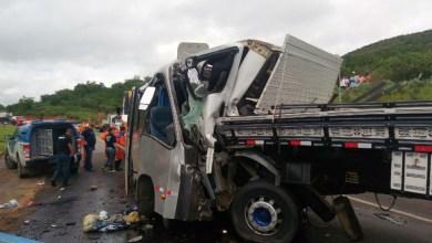 Photo of #Bahia: Um morre e 32 ficam feridos em acidente entre micro-ônibus e caminhão em Manoel Vitorino