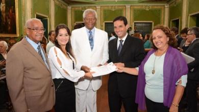 """Photo of Proposta da revisão da LOM é entregue a Leo Prates; Lorena enfatiza """"proteção de Deus"""" em revisão"""