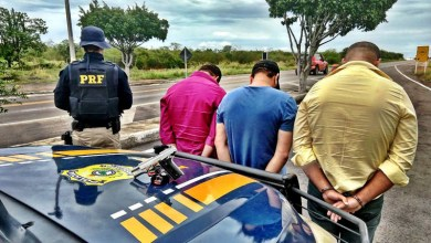 Photo of Chapada: Agentes da PRF prendem grupo com arma de fogo em carro blindado na região de Itaberaba