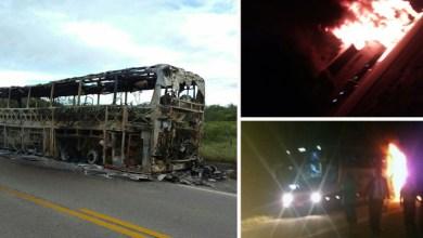 Photo of #Vídeos: Ônibus da Novo Horizonte pega fogo na BA-262 e passageiros saem ilesos do ocorrido