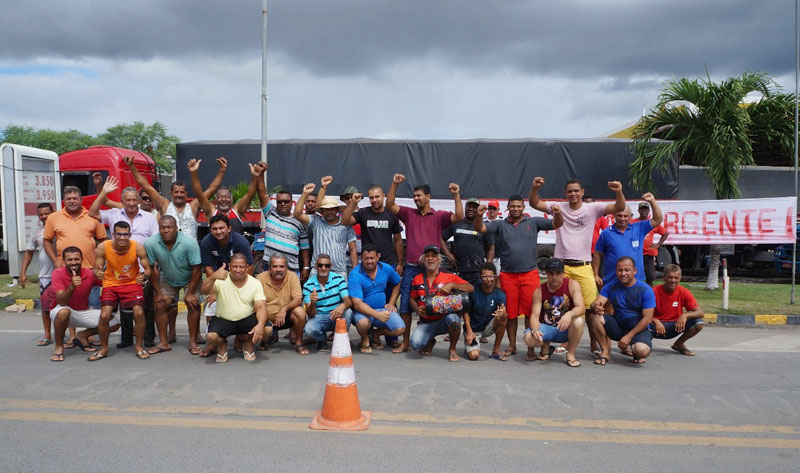 Chapada: Caminhoneiros ganham apoio da sociedade em Itaberaba e aguardam posição do governo federal