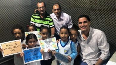 Photo of Itaberaba: Crianças surpreendem prefeito Ricardo Mascarenhas durante entrevista em rádio