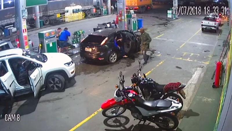 #Vídeo: Homens assaltam posto de combustíveis com armamento pesado em Amélia Rodrigues