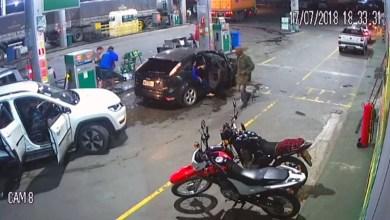 Photo of #Vídeo: Homens assaltam posto de combustíveis com armamento pesado em Amélia Rodrigues