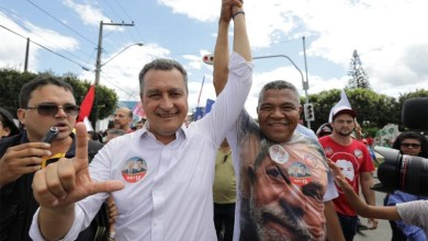"""Photo of """"Rui melhorou a qualidade de vida da população da Bahia"""", diz Valmir em agenda no extremo sul"""