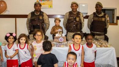 Photo of Policiais da Rondesp fazem surpresa de aniversário para menino de 4 anos em Feira de Santana