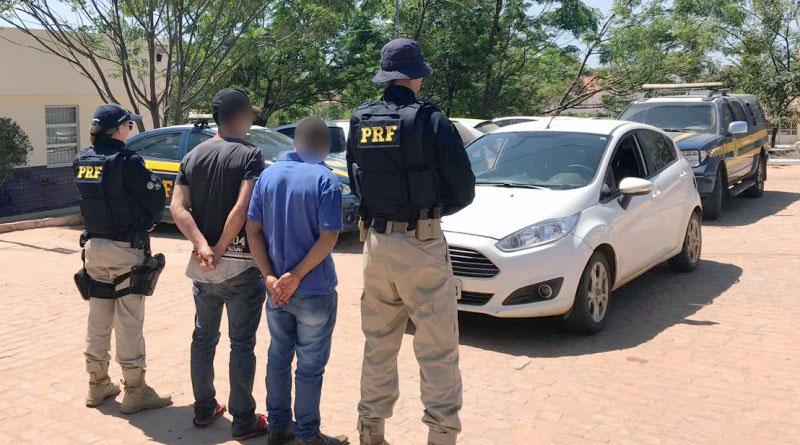 Chapada: PRF recupera veículo roubado e prende dois homens por receptação em Seabra