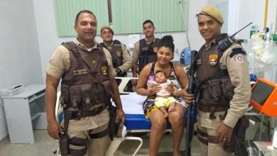 Photo of Policiais militares salvam a vida de bebê durante ação no município de Feira de Santana