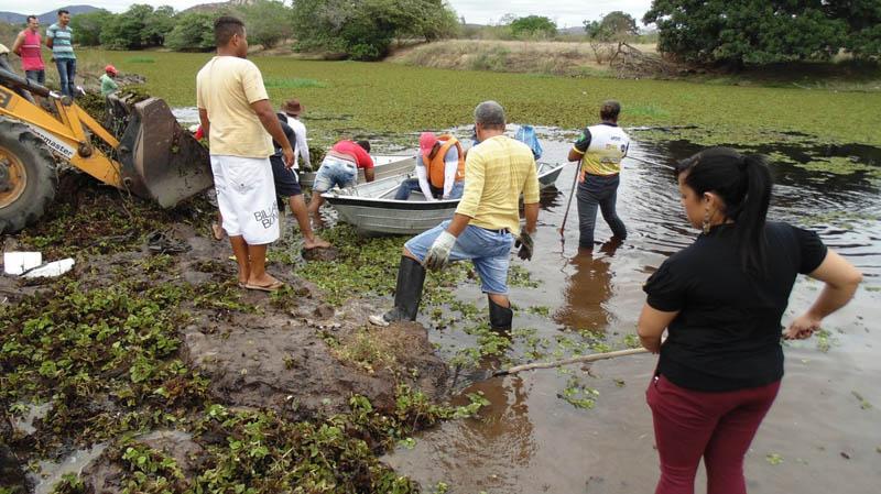 Chapada: Mutirão de limpeza do Rio Paraguaçu é realizado por voluntários no município de Iaçu