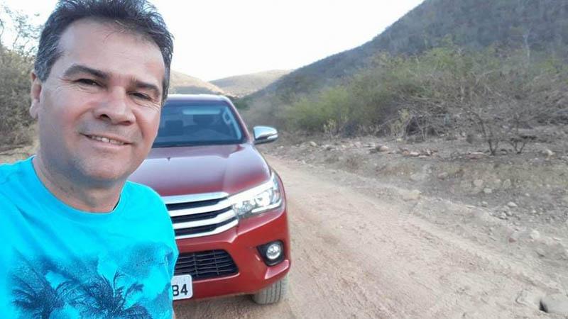 Chapada: Bandidos rendem prefeito do município de Ipupiara e levam carro de luxo