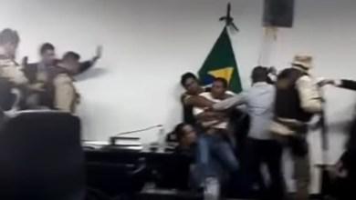 Photo of #Vídeos: Vereadores são cassados após pancadaria em sessão na Câmara de Correntina