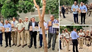 Photo of Chapada: Polícia Militar concede título de 'Amigo da Rondesp' para prefeito de Itaetê