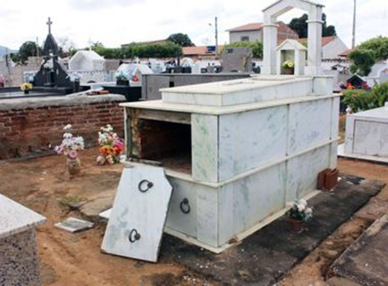 #Bahia: Cemitério amanhece com túmulos violados e situação choca moradores de Livramento