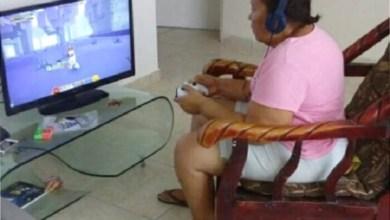 """Photo of #Mundo: Jovem se preocupa em ver avó 'viciada' em games após ganhar Xbox; """"Alguém, por favor, ajude!"""""""