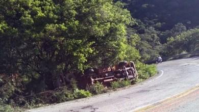 Photo of Chapada: Caminhão baú tomba na Serra das Almas na região do município de Rio de Contas