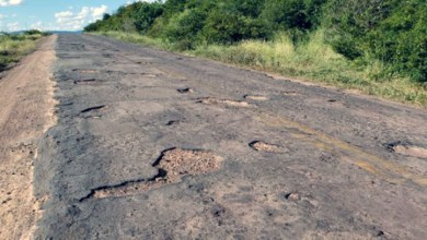 Photo of Chapada: Buracos continuam sendo motivo de preocupação de quem passa pela BA-142 na região de Tanhaçu