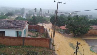 Photo of Chuva alivia calor na Chapada Diamantina e volta a encher pontos turísticos; ruas e casas são alagadas em outras regiões