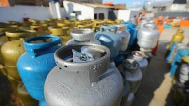Photo of Ministro da Economia do governo Bolsonaro diz que gestão pretende reduzir pela metade o preço do gás de cozinha