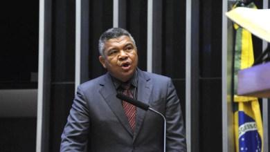 """Photo of """"Bolsonaro boicota o Nordeste e não prioriza política social"""", diz Valmir sobre dados do Bolsa Família"""