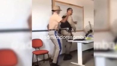 Photo of #Vídeo: Policial militar é filmado dando aula lúdica com música e dança em colégio; confira aqui