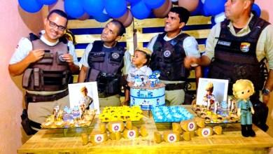 Photo of #Bahia: Criança de 5 anos comemora aniversário com policiais militares em Feira de Santana