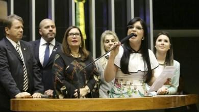Photo of Deputada do PSL cobra coerência de deputados da base de Rui Costa que atacam Weintraub e Bolsonaro