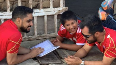 Photo of #Mundo: Milionário resolve construir casa nova para garoto peruano que estuda na rua porque não há luz onde mora