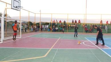 Photo of Chapada: Prefeito de Itaetê inaugura quadra esportiva no distrito de Bandeira de Melo