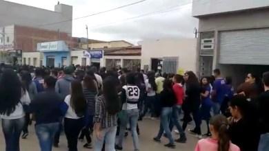 Photo of Chapada: População de Barra da Estiva protesta por justiça ao relembrar caso de jovem estuprada e assassinada