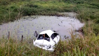 Photo of Chapada: Motorista fica ferido após carro capotar e parar em aguada entre Mairi e Baixa Grande