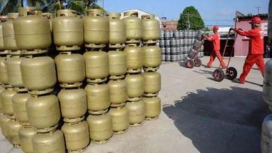 Photo of #Brasil: Distribuidores de combustíveis poderão vender gás de cozinha após revogação da ANP