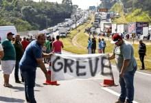 Photo of #Polêmica: Sob ameaça de greve, Bolsonaro libera consumo de álcool em pontos de descanso de caminhoneiros