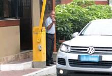 Photo of #Polêmica: Porteiro do condomínio de Bolsonaro tem identidade revelada; família fala sobre medo de ser morto