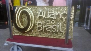 """Photo of Bolsonaro ganha logo de partido com projéteis de fuzil: """"Balas como essas mataram Marielle e Anderson"""", diz viúva da vereadora"""