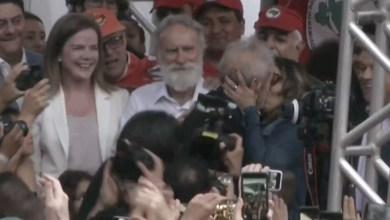 Photo of #Vídeo: Ex-presidente Lula está em liberdade e solta a língua durante discurso na frente da sede da PF em Curitiba
