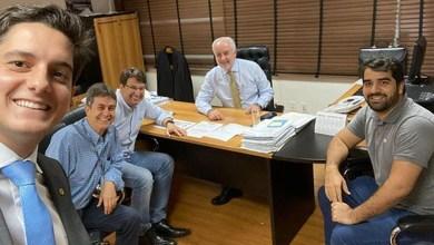 """Photo of Cocos: """"Asfalto entre a BR-135 e a comunidade de Santa Rosa sairá do papel"""", garante deputado"""
