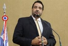 """Photo of """"Após pouco mais de um ano, Governo do Estado retoma plano 'autoritário' de fechamento de escolas"""", denuncia deputado"""