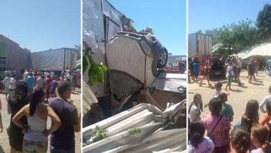 Photo of Chapada: Motorista perde controle e caminhão atinge carros no centro de Ituaçu; veja vídeos