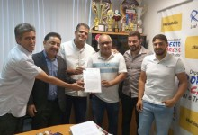 Photo of Chapada: Prefeito e deputado garantem instalação de antenas de telefonia móvel em localidades de Piatã