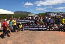 Photo of Chapada: Grupo de moradores de Pindobaçu fecha trecho da BA-131 e cobra providência do governo
