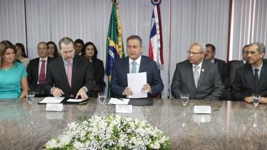 Photo of Rui Costa e Dias Toffoli assinam termo para criação de Escritório Social na Bahia