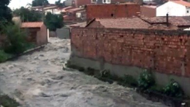 Photo of #Bahia: Homem cai em córrego e desaparece durante forte chuva em Feira de Santana