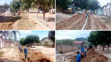 Photo of Chapada: Prefeitura de Itaberaba implanta rede de esgotamento sanitário em rua do povoado de Guaribas