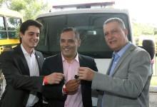 Photo of Chapada: Prefeito de Itaetê recebe nova ambulância do governo estadual via emenda de deputado