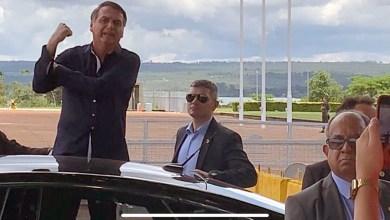 Photo of #Vídeo: Bolsonaro volta a dar 'banana' para imprensa e diz que Michelle merece elogio