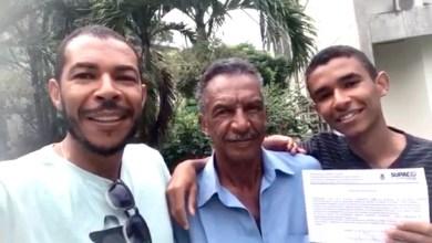 Photo of Chapada: Após ser aprovado em terceiro lugar em medicina na Ufba, jovem de Baixa Grande se matricula e família comemora