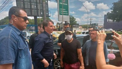 Photo of #Brasil: Bolsonaro desobedece Ministério da Saúde e passeia pelas ruas de Brasília; presidente é contra isolamento