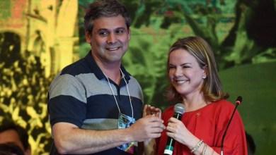 Photo of #Brasil: Gleisi e Lindbergh estão namorando e a tag 'PTinder' vira trending topics no Twitter