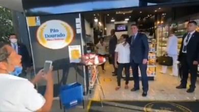 """Photo of #Vídeos: Bolsonaro dá uma 'voltinha' em Brasília em plena pandemia e é tietado e vaiado: """"Vai pra casa!"""""""